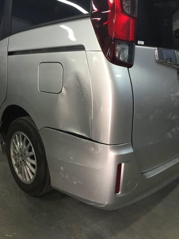 トヨタ ノア ZWR80G 鈑金塗装修理
